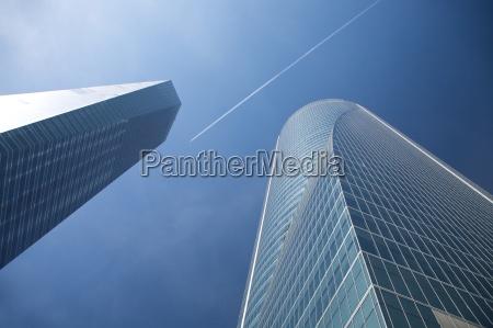flying, between, skyscrapers - 2593579