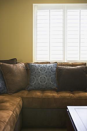 sofa seccional ante marron