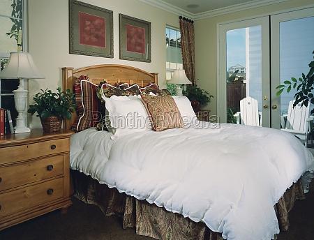 tradicional acogedor dormitorio