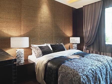 pared textured detras de la cama