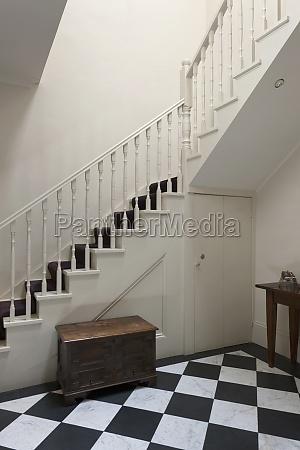 escalera en hogar tradicional