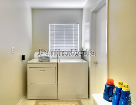 lavadero blanca en casa tradicional