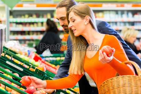 pair chooses fruits in the food