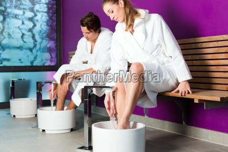 couple makes a kneipp footbath