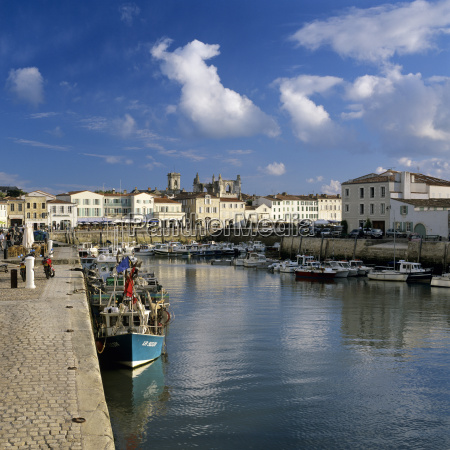 harbour and abbey st martin ile
