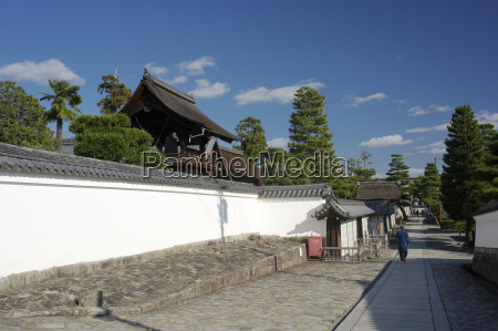 an alley in myoshin ji temple
