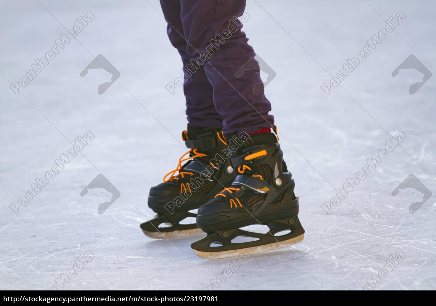 skater, on, ice - 23197981
