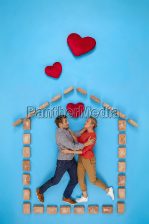 couple falling on love in their