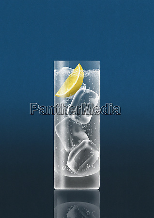 glass of gin and tonic with